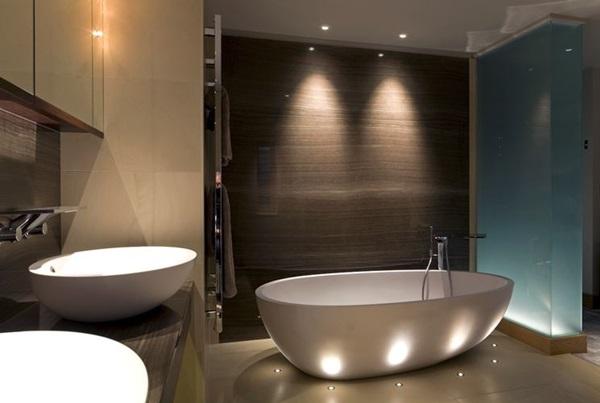 Idee design: vasche, piatti doccia e arredi bagno ricercati
