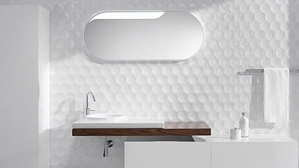 Arredare un bagno piccolo scegli il total white - Bagno elegante piccolo ...