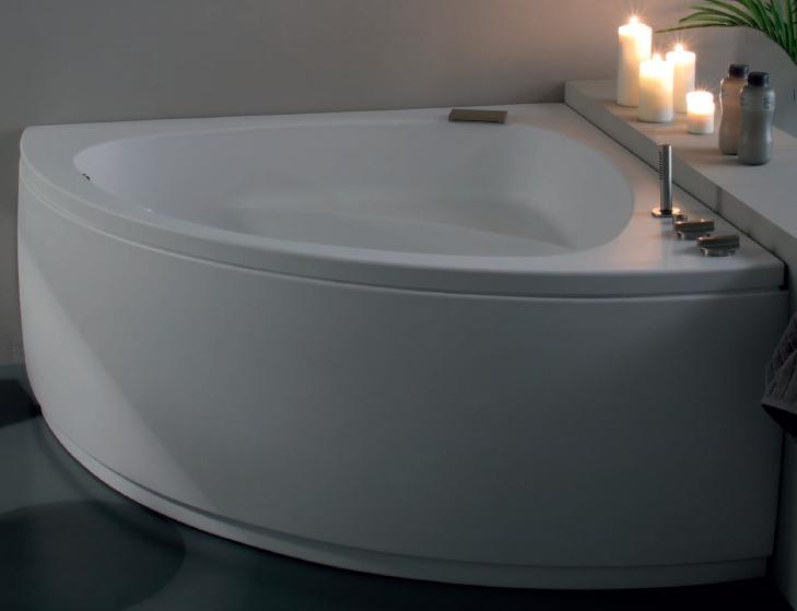 Vasca da bagno angolare con candele